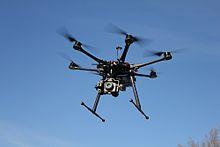 Un Multicopter DJI-S800, par Alexander Glinz (licence CC BY SA)